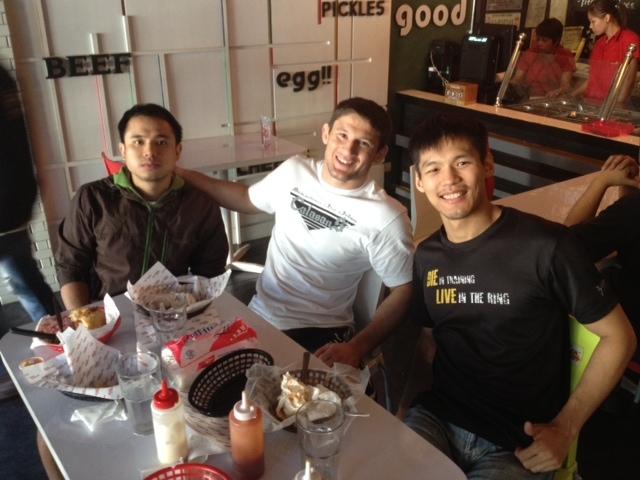eating at burger project with BJJ world champion Claudio Calasans