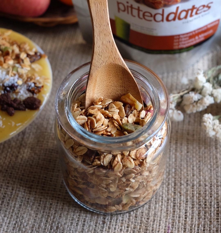 Crunchy Cinnamon Granola Recipe